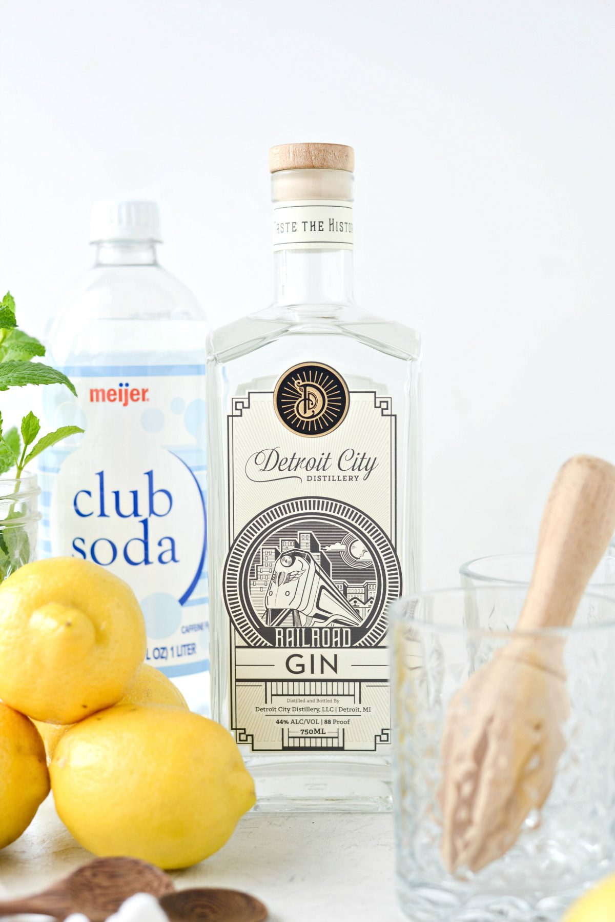 Lemon Gin Fizz l SimplyScratch.com #lemon #gin #cocktail #adultbeverage #drink