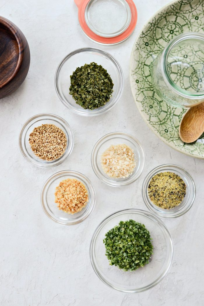 Garlic Herb Seasoning - SimplyScratch.com #homemade #spiceblend #seasoning #fromscratch