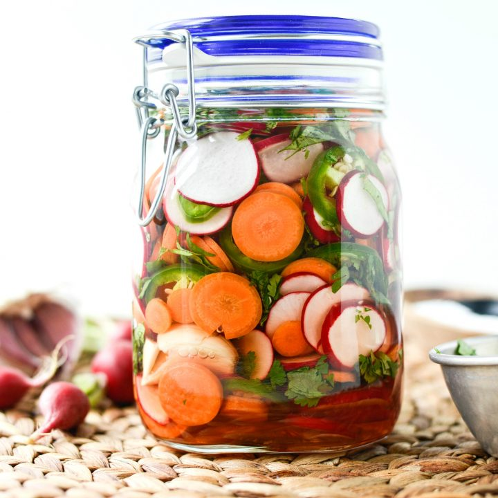 Spicy Pickled Vegetables l SimplyScratch.com #quickpickles #easy #pickled #vegetables #recipe #refrigeratorpickles #summerrecipe