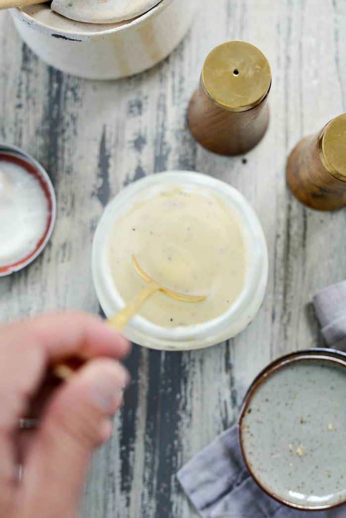 Aderezo para ensalada de col de yogur griego l SimplyScratch.com #greekyogurt #coleslaw #dressing #homemade #lowfat #healthy #lightenedup