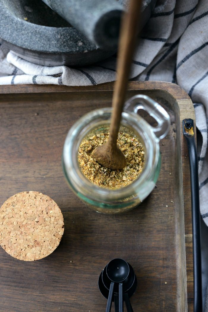 Homemade Montreal Chicken Seasoning Recipe l SimplyScratch.com #homemade #montreal #chicken #seasoning #recipe #spiceblend #fromscratch