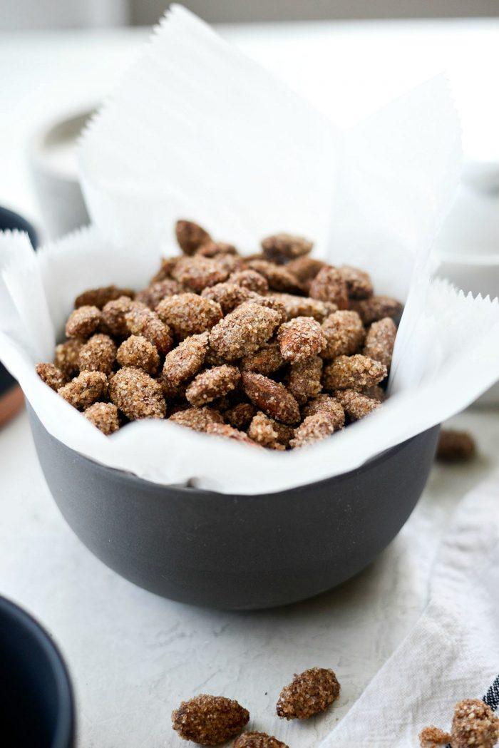 Cinnamon Sugar Almonds l SimplyScratch.com #almonds #cinnamon #sugar #snack #holiday #recipe #almondhaus #mallalmonds