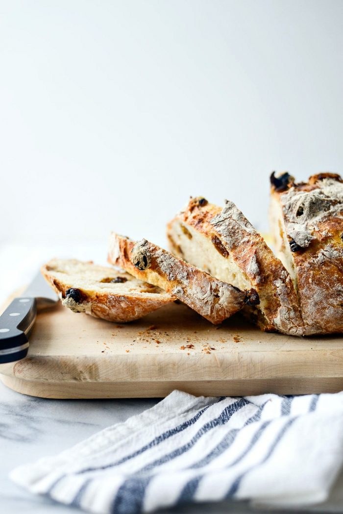 No-Knead Cinnamon Raisin Bread l SimplyScratch.com #noknead #homeamde #dutchoven #cinnamon #raisin #bread #fromscratch #simplyscratch