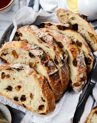 No-Knead Cinnamon Raisin Bread l SimplyScratch.com #noknead #homeamde #dutchoven #cinnamon #raisin #bread #fromscratch #simplyscratch