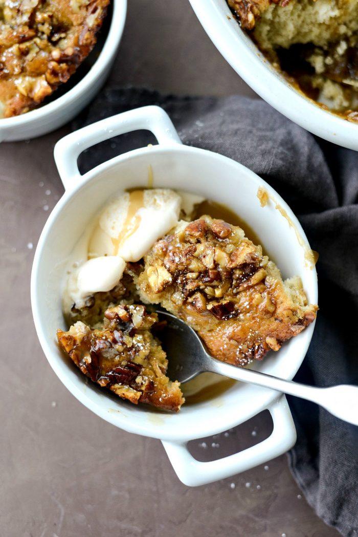 Maple Bourbon Banana Pudding Cake l SimplyScratch.com #baking #dessert #puddingcake #homemade #fromscratch #simplyscratch #bourbon #maple #banana #cake