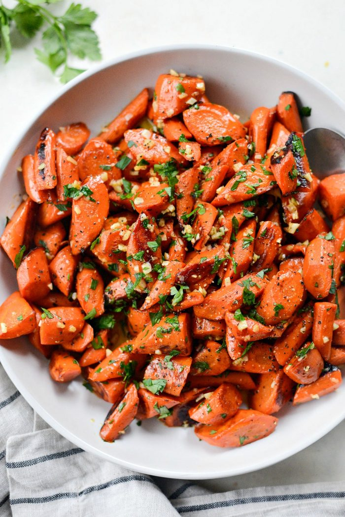 Garlic Butter Roasted Carrots l SimplyScratch.com #carrots #butter #garlic #roasted #sidedish #easy #simplyscratch #carrotrecipe #holiday