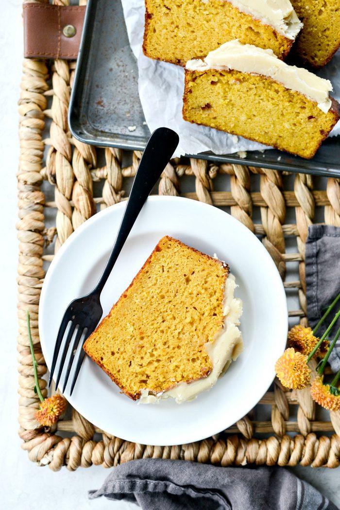 Ginger Pumpkin Bread l SimplyScratch.com #ginger #pumpkin #bread #quickbread #sweetbread #simplyscratch #maple #brownbutter #icing #fall #baking