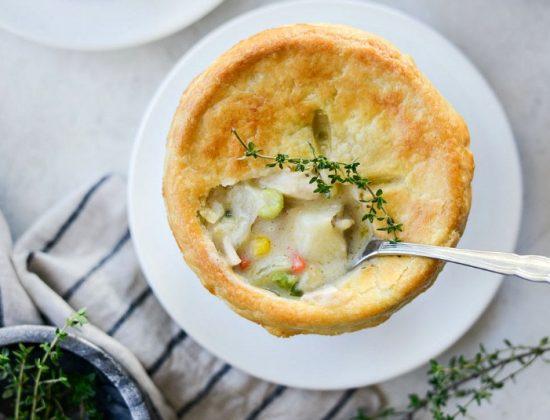 Homemade Chicken Pot Pie l SimplyScratch.com #homemade #fromscratch #chickenpotpie #chicken #recipe #bestchickenpotpie #simplyscratch #dinner