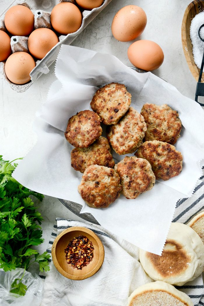 Homemade Turkey Breakfast Sausage l SimplyScratch.com #homemade #turkey #turkeysausage #recipe #easy #healthy #lowcalorie #sausage #simplyscratch