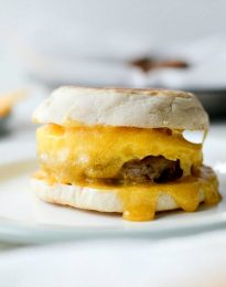 Sausage Egg and Cheese Breakfast Sandwiches l SimplyScratch.com #sausage #egg #cheese #breakfast #sandwiches #freezerfriendly #easy #simplyscratch