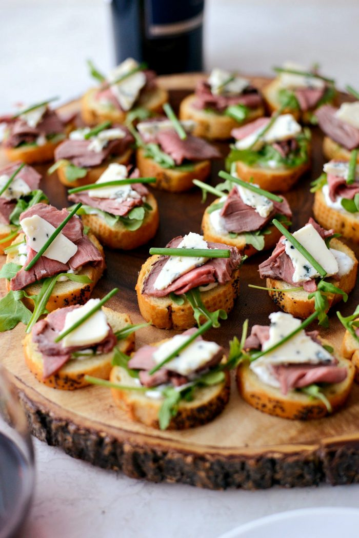 Beef Blue Cheese Crostini Bites l SimplyScratch.com #leftover #beef #tenderloin #recipe #appetizer #holiday #bluecheese #bread #crostini