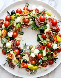 Holiday Antipasto Wreath l SimplyScratch.com #holiday #christmas #appetizer #antipasto #skewers #snack