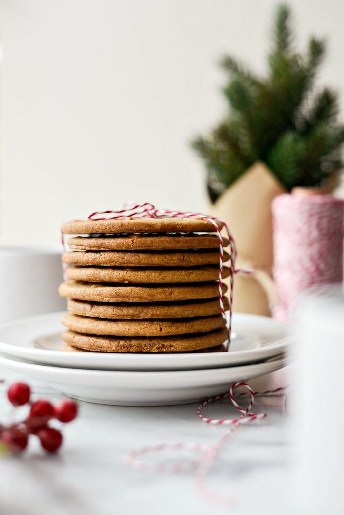 Speculoos Cookies (Dutch Windmill Cookies) l SimplyScratch.com #speculoos #speculaas #cookies #dutch #windmill #cookies #holidays #christmas