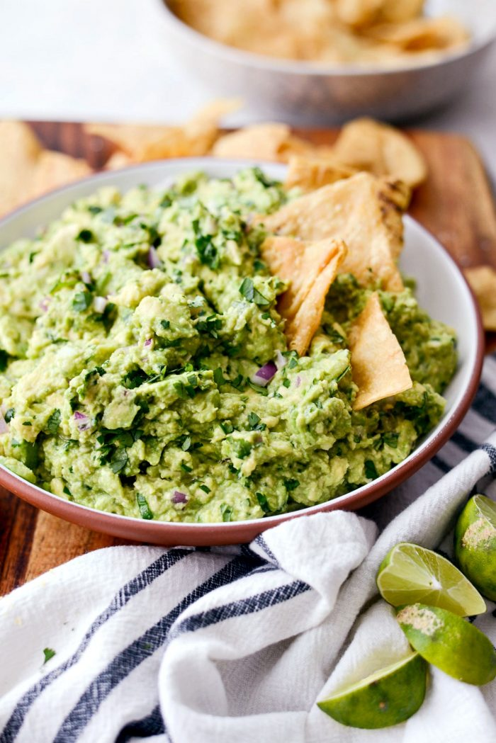Best Homemade Guacamole Recipe l SimplyScratch.com #homemade #guacamole #avocado #guac #gamedayguacamole #partyguac #chipotleguac