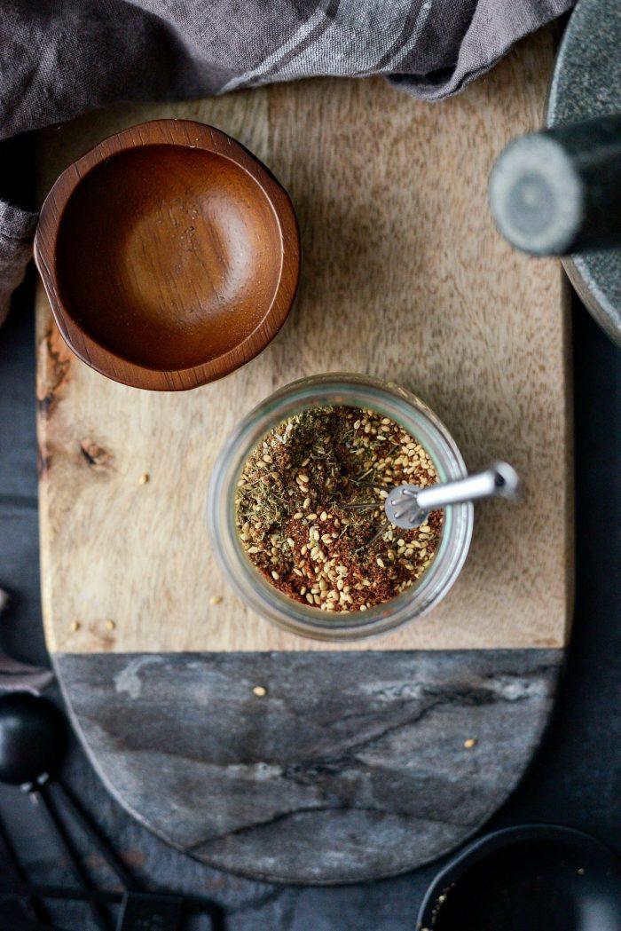Homemade Za'atar Spice Blend l SimplyScratch.com #za'atar #spice #seasoning #homemade #fromscratch #middleEastern