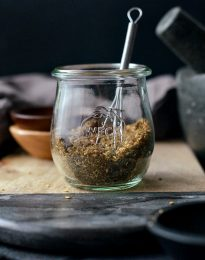 Homemade Za'atar Spice Blend l SimplyScratch.com #za'atar #spice #seasoning #homemade #fromscratch #middleEastern