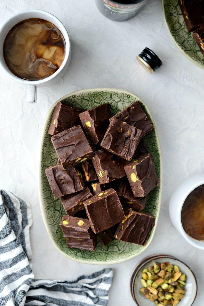 Bailey's Chocolate Pistacho Fudge l SimplyScratch.com #stpatricksday #baileys #irishcream #liqueur #chocolate #fudge #quick