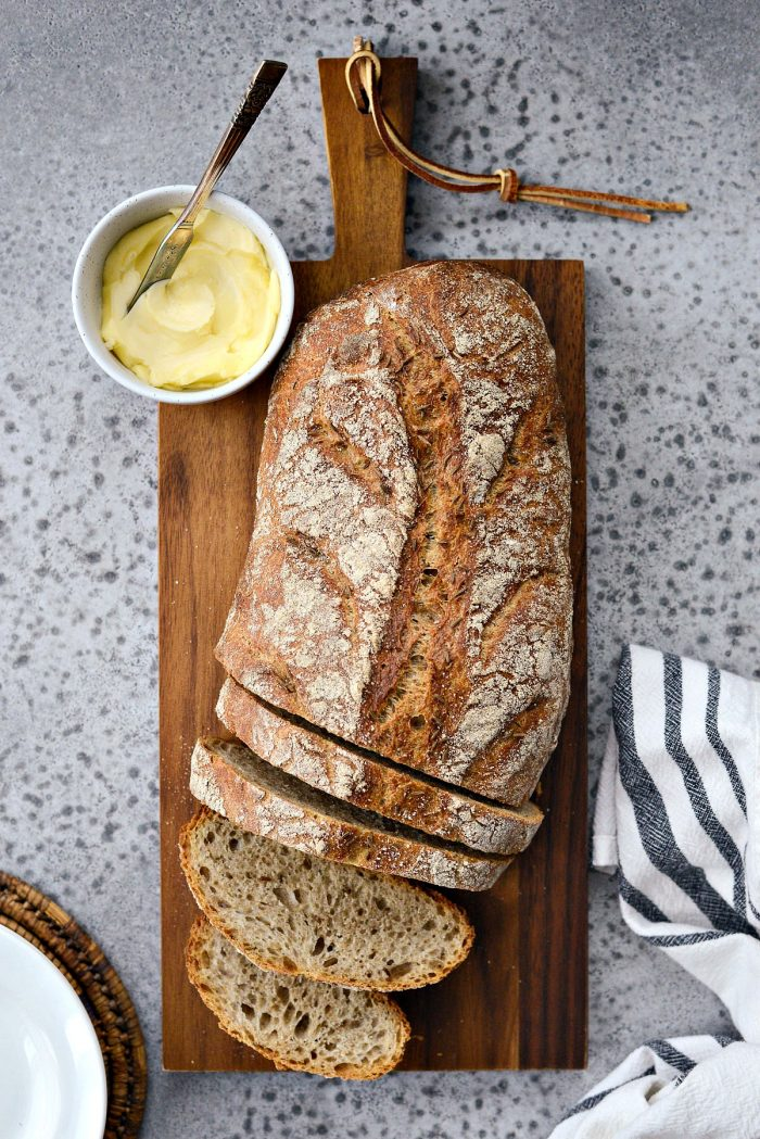 No-Knead Rye Bread l SimplyScratch.com #noknead #bread #rye #homemade #fromscratch #dutchoven