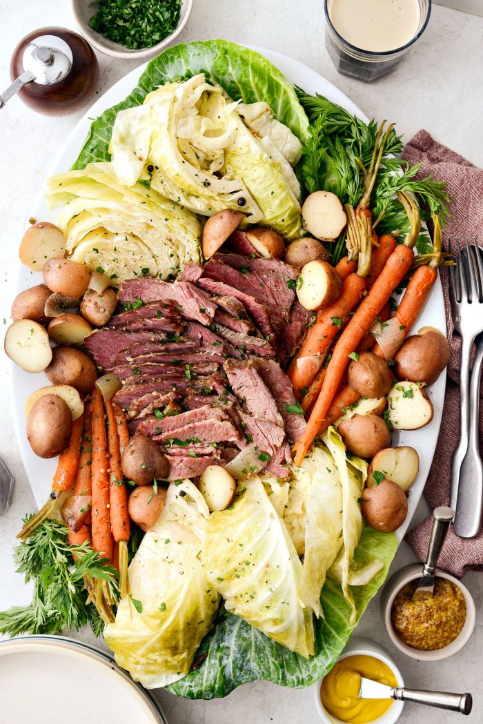 Slow Cooker Corned Beef and Cabbage Dinner l Recipes to Make On St. Patrick's Day