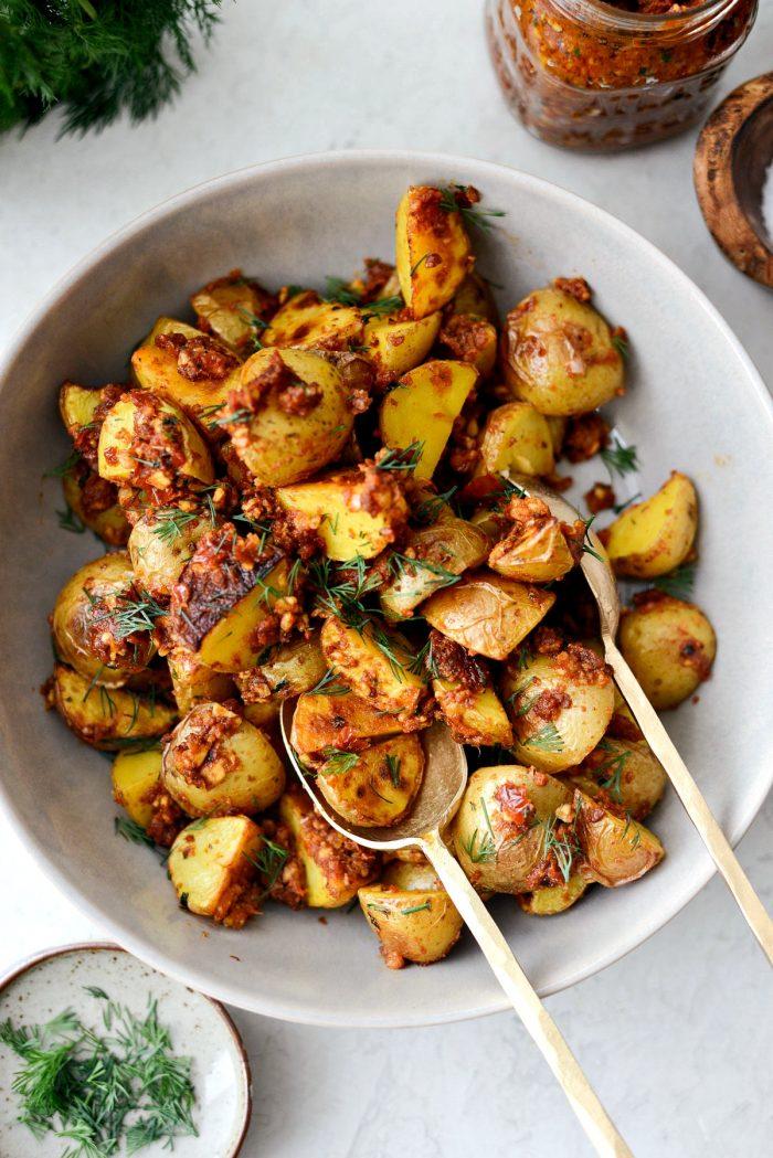 Sun-dried Tomato Roasted Breakfast Potatoes l SimplyScratch.com #sundried #tomato #breakfast #potatoes #roasted #sidedish #yukongold #brunch