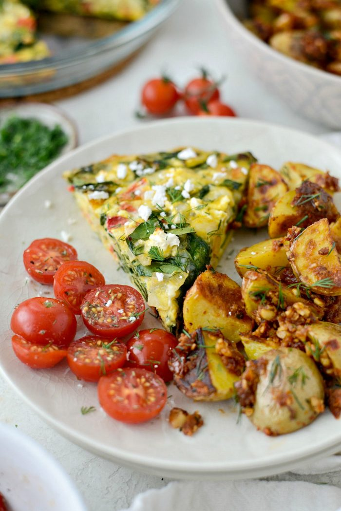 Tomato Spinach and Feta Crustless Quiche l SimplyScratch.com #breakfast #brunch #tomato #feta #spinach #quiche #eggs #lowcarb #weightwatchers
