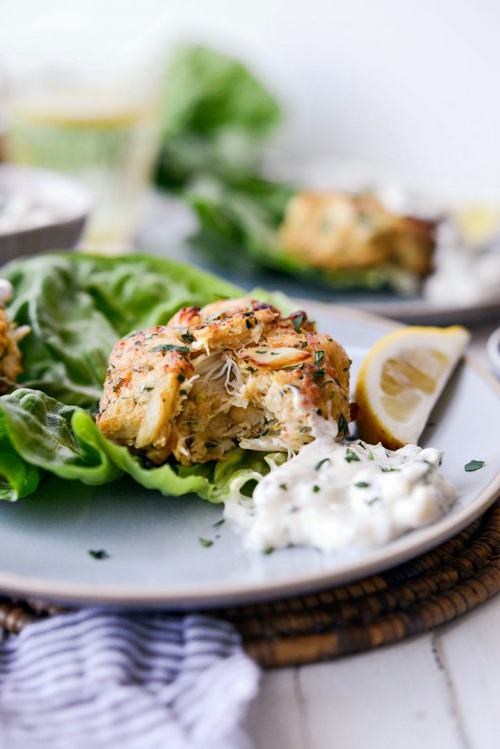 Crispy Baked Maryland Crab Cakes l SimplyScratch.com #lumpcrab #seafood #crabcakes #bluecrab #lunch #tartarsauce #homemade #healthy