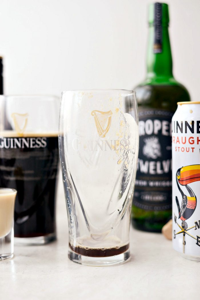 Irish Sammer l SimplyScratch.com #irish #carbombs #drink #adultbeverage #alcoholicdrink #beer #guinness #irishwhiskey #IrischLiqueur #bar #stpatricksday