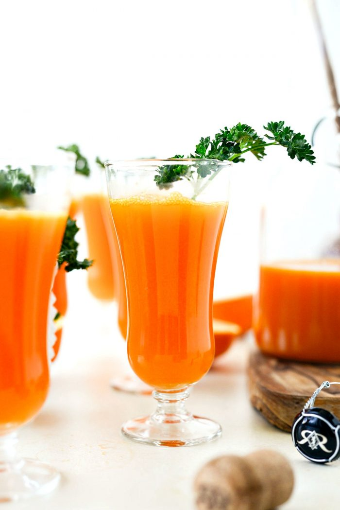 Carrot Orange Mimosas l SimplyScratch.com #easter #brunch #spring #adultbeverage #carrot #orange #champagne #prosecco #sparklingwine #mimosa