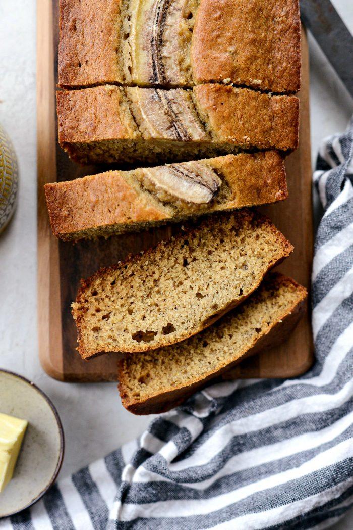 Classic Banana Bread Recipe l SimplyScratch.com #banana #classic #bananabread #recipe #homemade #fromscratch