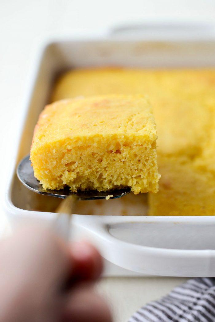 Your Basic Cornbread Recipe l SimplyScratch.com #basic #cornbread #homemade #fromscratch #buttermilk #easy