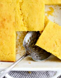 Your Basic Cornbread Recipe l SimplyScratch.com #basic #cornbread #homemade #fromscratch #buttermilk #easy