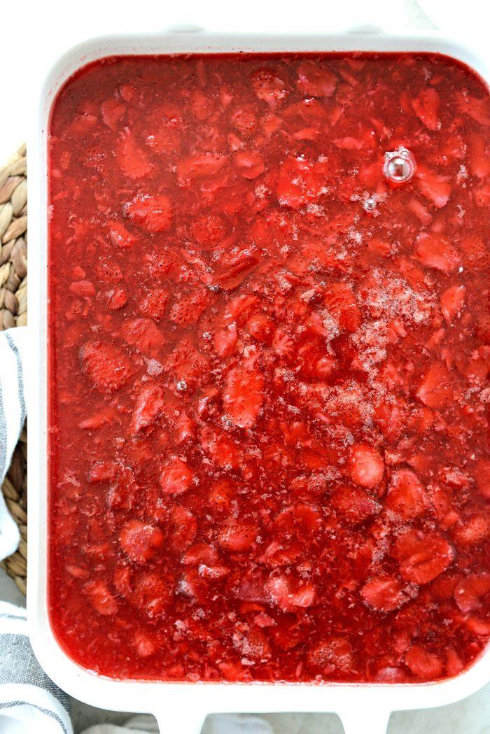 strawberry pretzel dessert bars chilled until set.
