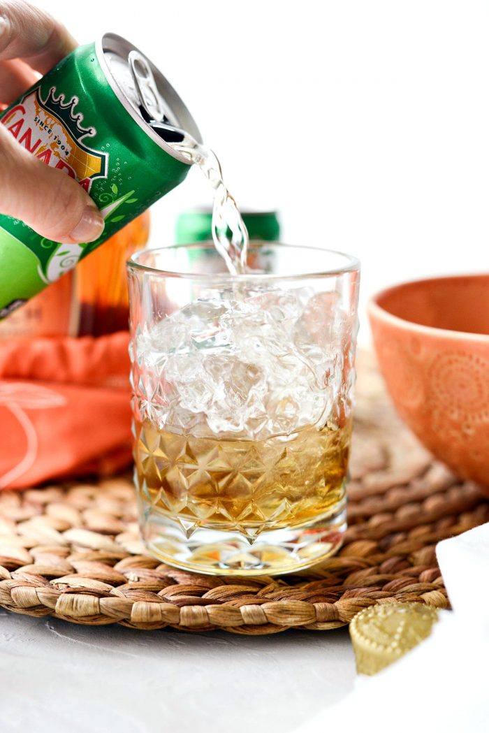 Pour ginger ale over top.