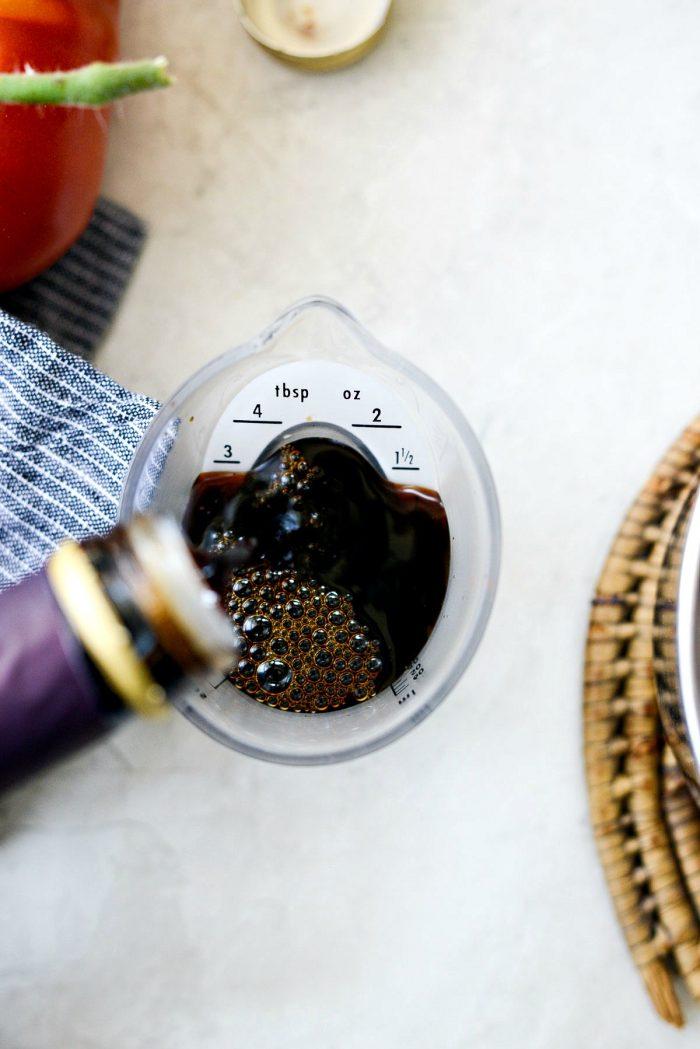 measure vinegar
