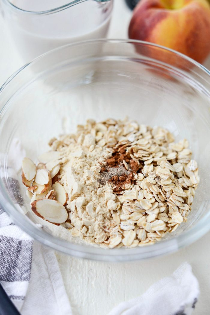 oats, spices and almonds in a glass bowl
