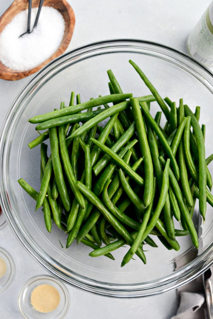 trimmed green beans in a glass bowl.