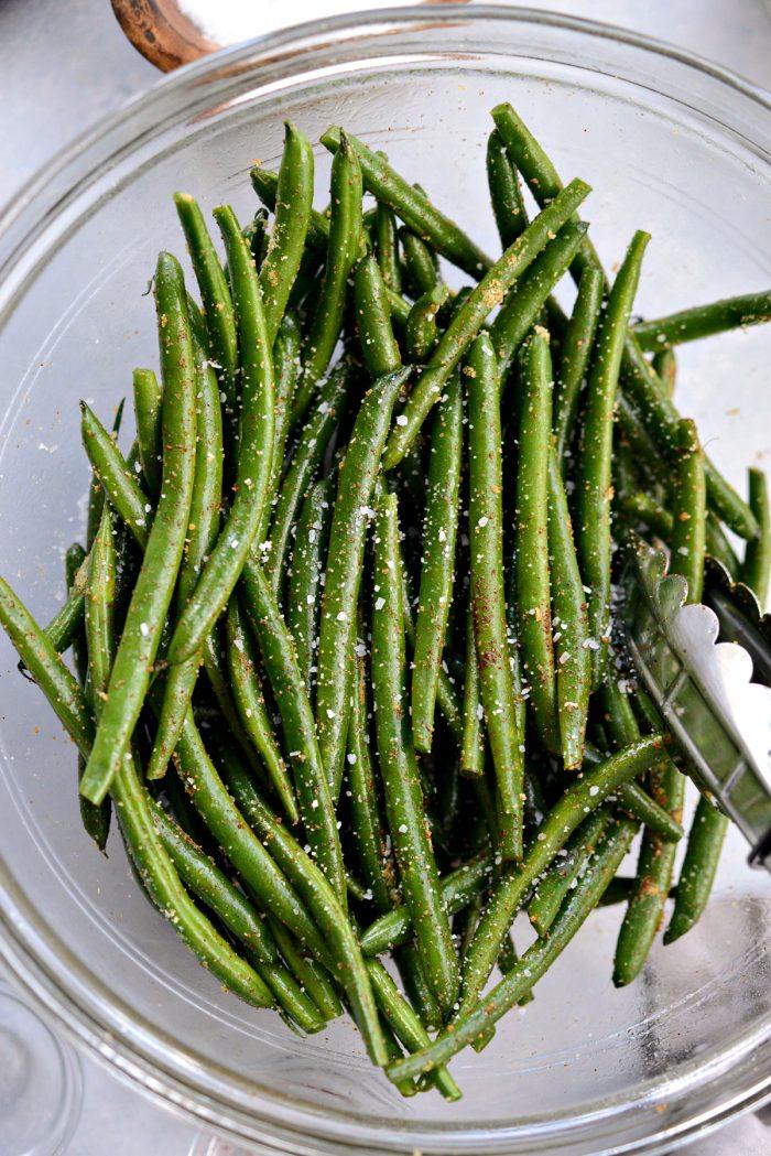 green beans seasoned with kosher salt
