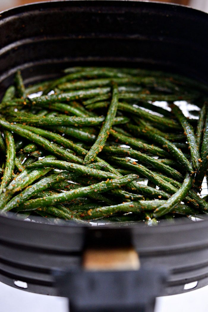 air fried green beans in basket