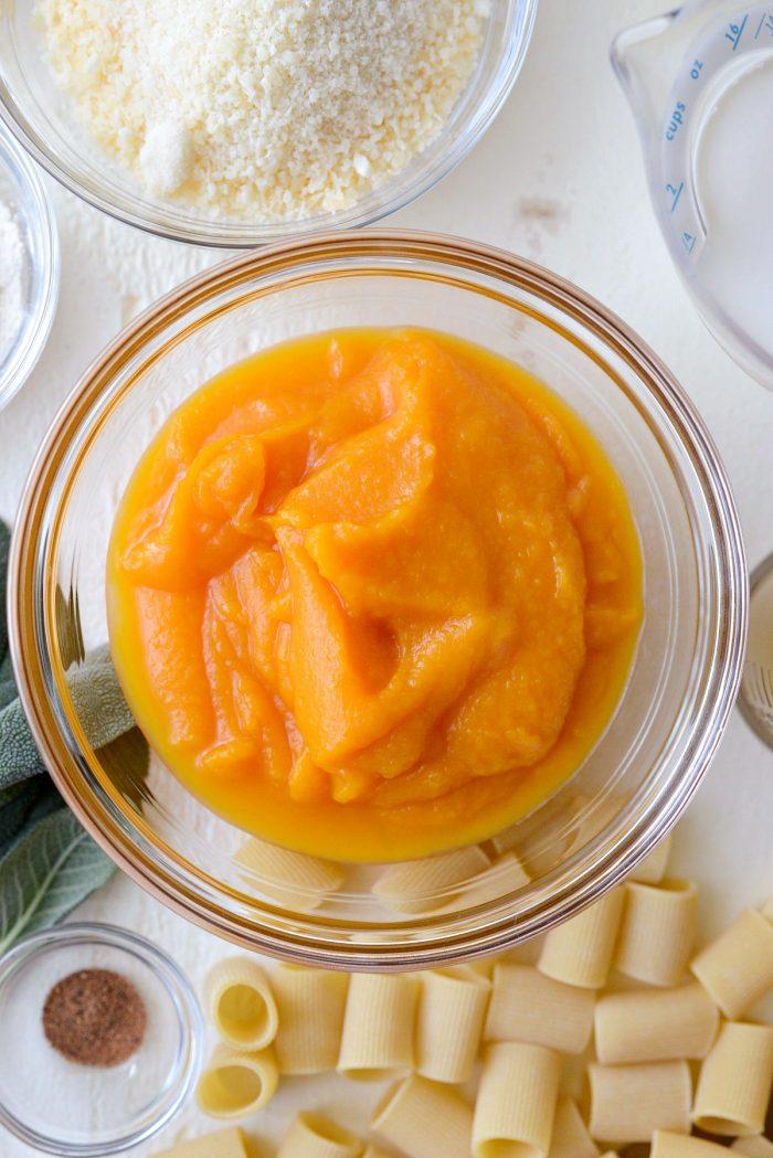 butternut squash puree in glass bowl