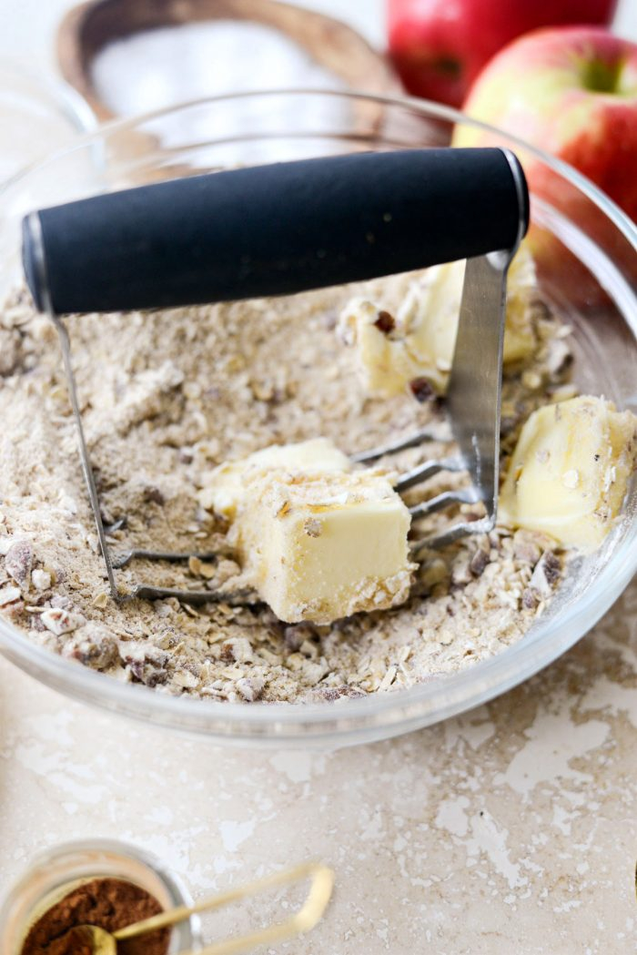 cutting butter into topping ingredients with pastry blender