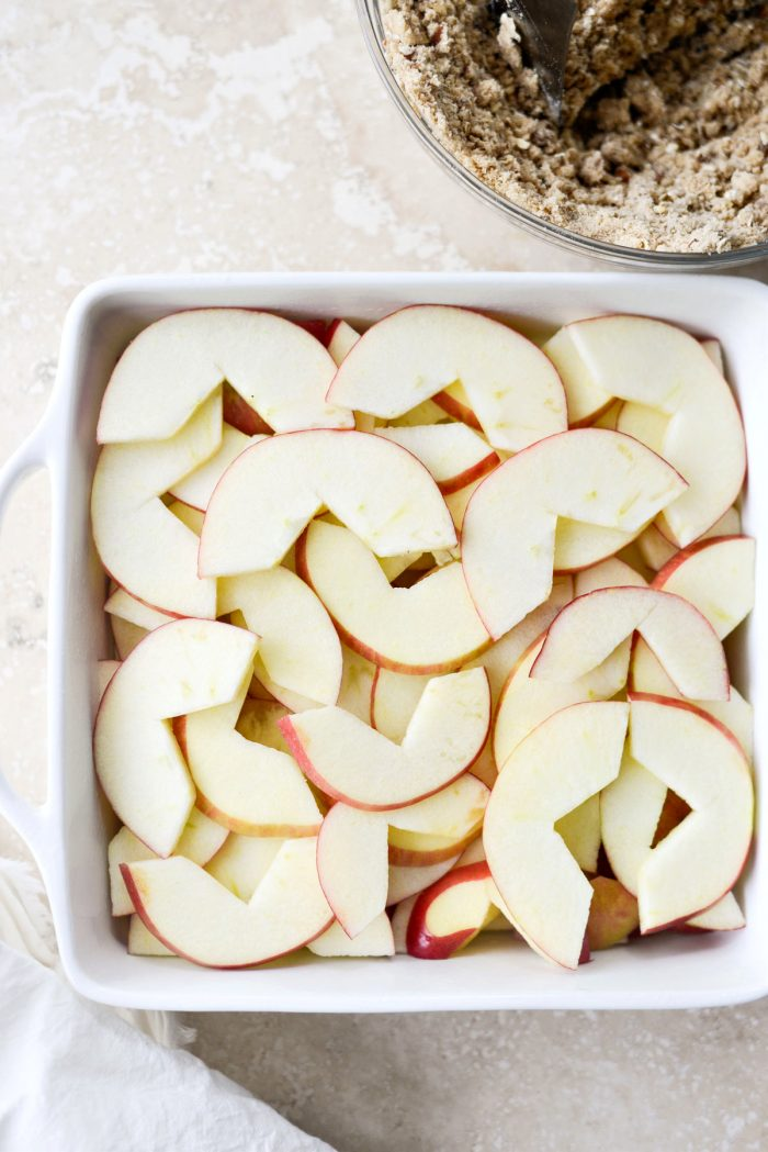 apples arranged in an 8x8 or 9x9 baking dish