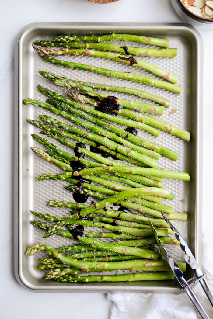 Asparagus seasoned with garlic powder and kosher salt.