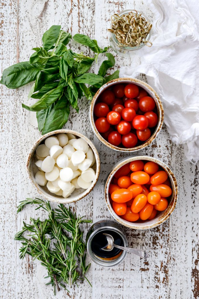 Holiday Caprese Wreath ingredients.