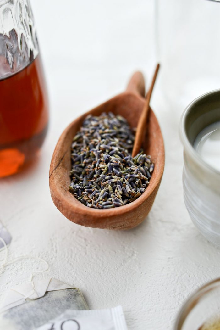 driedculinary lavender in a wooden bowl