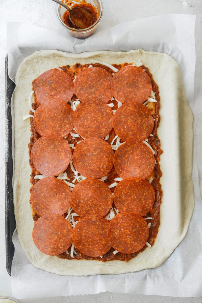 sprinkle with a little cheese and arrange pepperoni