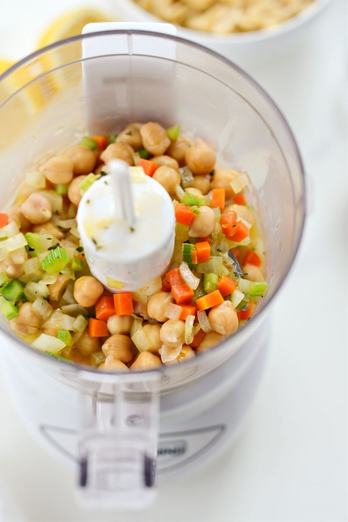 transfer chickpeas and veggies to food processor